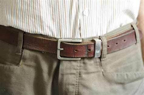 how would a wear how to wear a belt for 7 steps with pictures