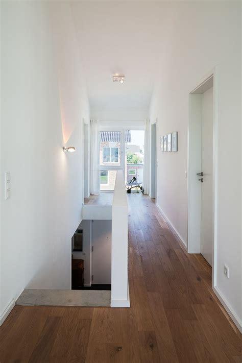 Beleuchtung Luftraum by Haus L Zentraler Flur Og Mit Luftraum Bis Unter Die