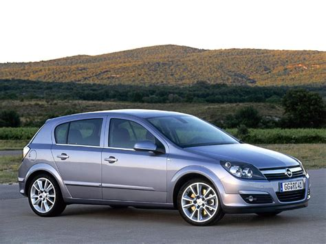 Opel Astra H by Opel Astra H Hatchback 1 2i 65hp Donn 233 Es Techniques Des