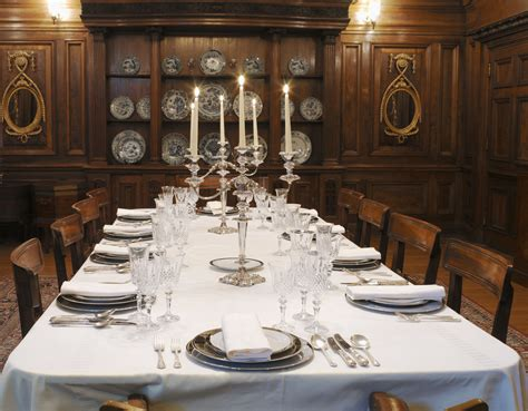 host a dinner party how to host a murder mystery dinner party