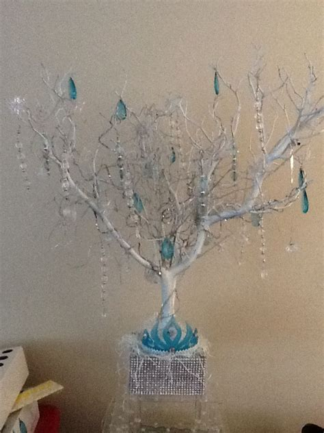 frozen table centerpieces best 25 frozen table decorations ideas on snowflake frozen and winter