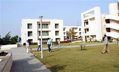 Mba From Indian School Of Business by Indian School Of Business Isb Hyderabad Minglebox