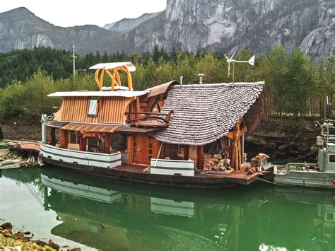 josh meilinger s houseboat in bc canada the shelter blog - Houseboat Canada