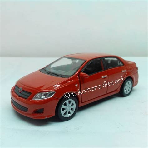 jual diecast miniatur mobil sedan 2009 toyota corolla warna merah tokomoro