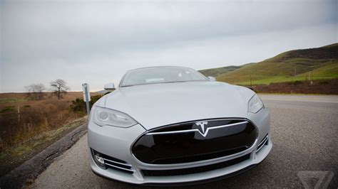 Self Driving Car Tesla Tesla Is Looking For Engineers To Develop Self Driving