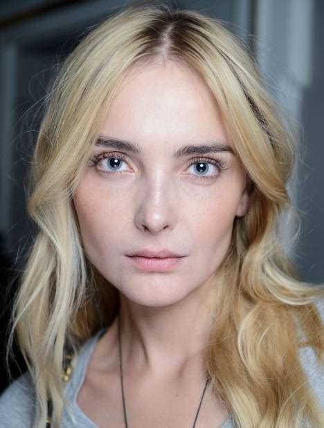 how to add brown roots on blonde hair blonde hair are dark roots in or out