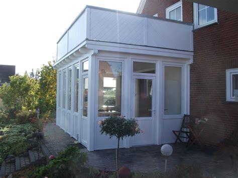terrasse im winter nutzen balkon als wintergarten balkon mit wintergarten stahlblau