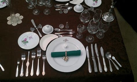 dinner setting file formal place setting 12 course dinner jpg wikimedia