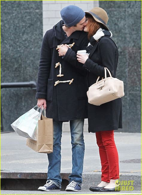 emma stone andrew garfield a e kissing andrew garfield and emma stone photo