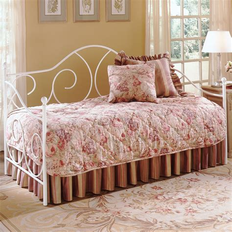 Pinset Soft Gold Besi Noca caroline iron daybed with soft curving design