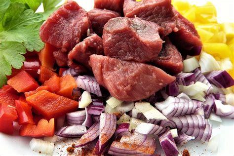 alimenti contengono molto ferro gli alimenti ricchi di ferro di origine animale e vegetale