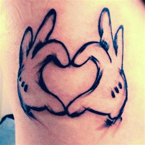tattoo hand disney disney tattoo mickey mouse heart hands tattoos