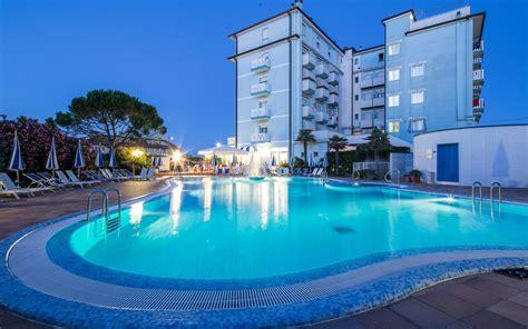 hotel piscina in hotel con piscina riscaldata a caorle per momenti di puro