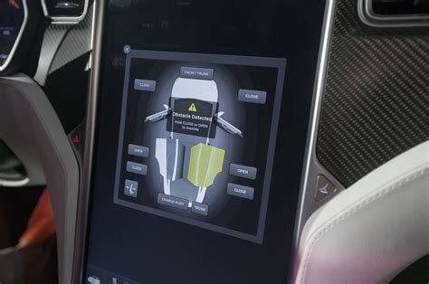 Tesla Interior Screen by 2016 Tesla Model X 15 Things To About The Ev Cuv