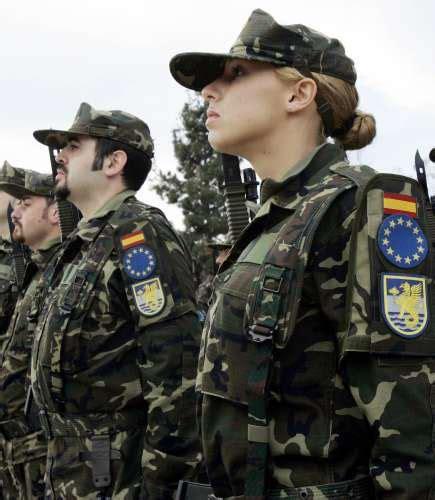 en defensa de espaa defensa adecuar 225 los uniformes del ej 233 rcito espa 241 ol al cuerpo de la mujer