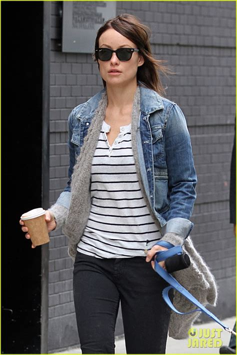 olivia wilde coffee run with paco 04 view image olivia wilde new york stroll with paco photo 2737496