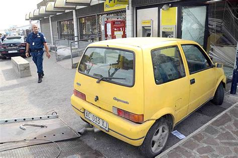 ufficio postale pomezia pomezia rapina in 500 foto giorno corriere roma