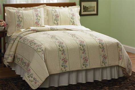 Cabin Creek Quilts by Cabin Creek Bedding Classic Country Quilts At Cabin Creek