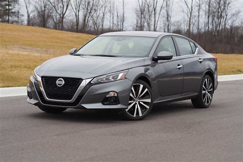 2019 nissan altima 2019 nissan altima awd pros and cons 187 autoguide news