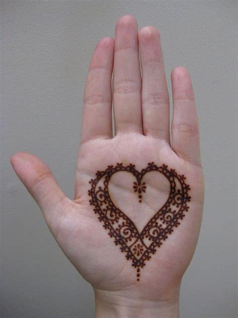 tato henna telapak tangan tanpa harus lihai menggambar 10 desain tato henna ini