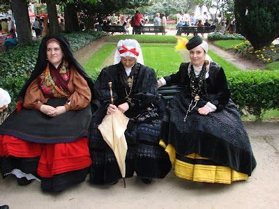 spanish traditional dress from galicia | traditional