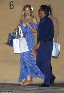 goldie hawn mother kate hudson wears maxidress celebrating her birthday with