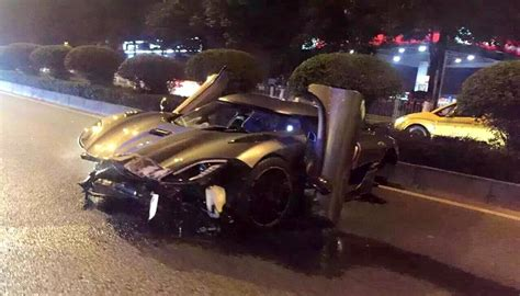 koenigsegg crash koenigsegg agera r crashes in china gtspirit