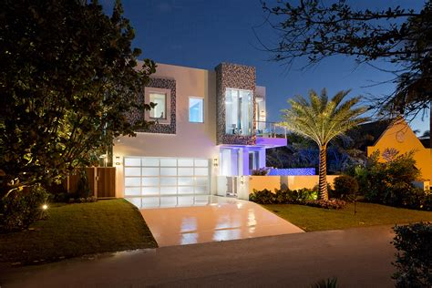 Ultra Modern Home Design by Unveiled Frank Mckinney S Quot 19 Tropical Quot Frank Mckinney
