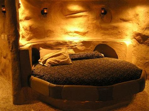 themed hotel rooms iowa cave room really cool great shower but uncomfortable