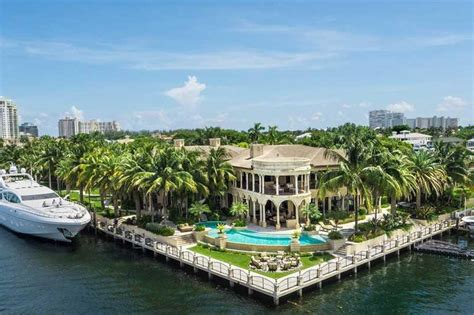 How Much Is 500 Square Feet by Foreclosure King Selling 32m Mansion In Fort Lauderdale