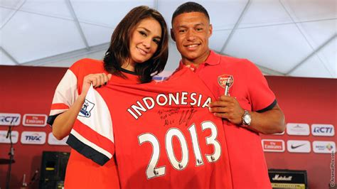 epl on indonesian tv pictures arsenal stars on indonesian tv news arsenal com