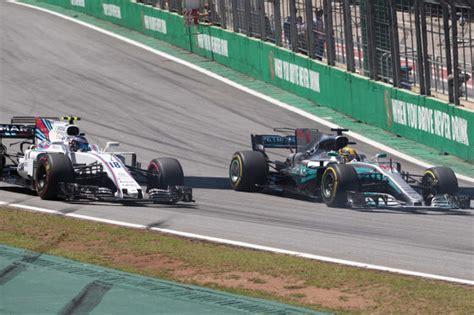 Einer Nach Dem Anderen Autos by Formel 1 Hamilton St 252 Rmt Durchs Feld Und Scheitert An