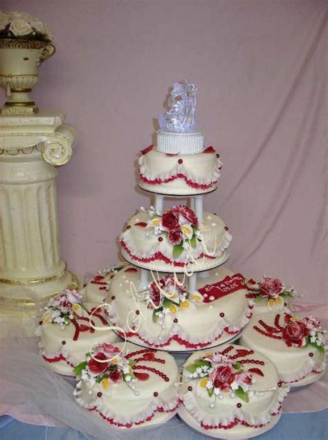 mehrstöckige torte ohne gestell hochzeitstorten pyramiden kutschen hochzeitstorten