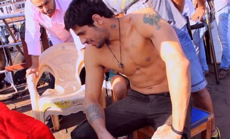sidharth malhotra tattoo on neck ek villain ek villain sidharth tattoos tattoo design bild