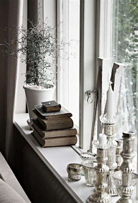 deko ideen fensterbank stilvoll kerzen b 252 cher pflanze - Fensterbrett Dekorieren