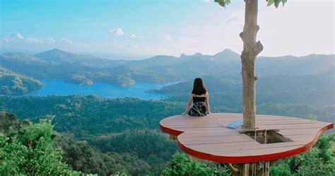 kalibiru kulonprogo  asik menikmati pemandangan