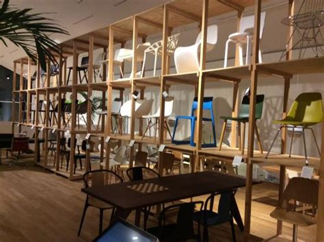vitra design cafe exhibici 243 n sillas de vitra picture of vitra design