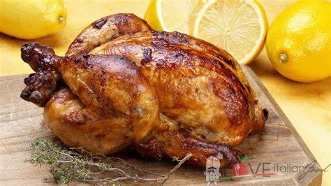 come cucinare il pollo al forno pollo al forno ricetta con patate o verdure
