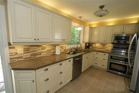 kitchen cabinets cream color cream colored kitchen cabinets photos