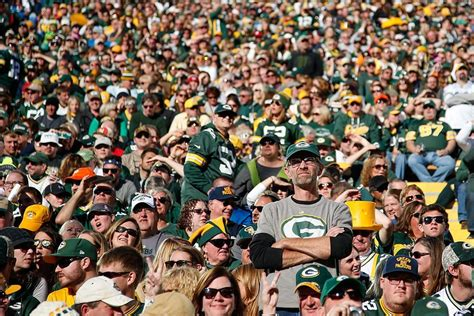 green bay packers fans 7 best bars in the u s for football page 3