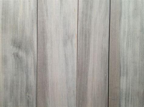 rivestimento in legno per pareti esterne pioppo ossidato con doghe di diversa larghezza