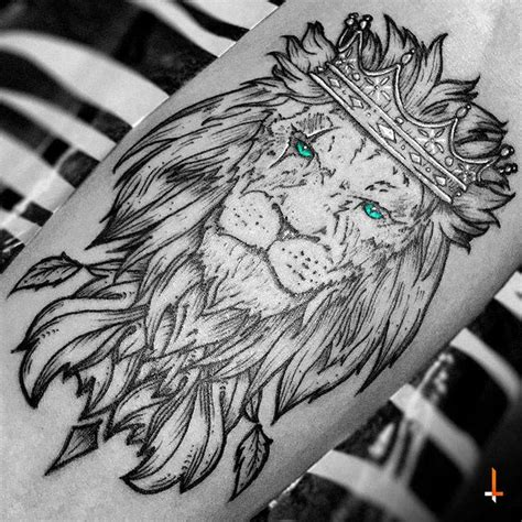 tattooed heart jungle vibe 25 best ideas about king crown tattoo on pinterest