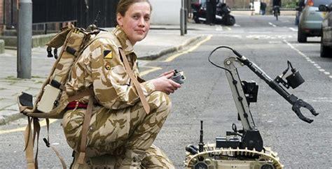 film sui robot umanoidi usa la darpa investe sui soldati robot da sostituire all uomo