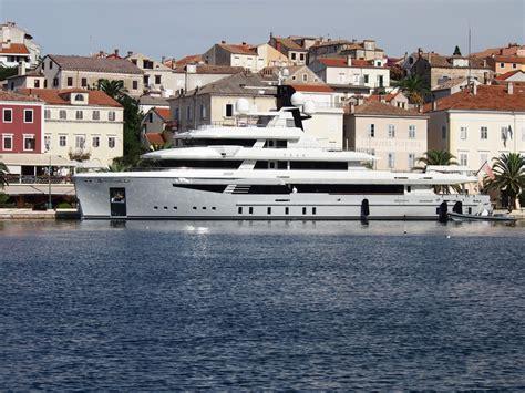 Die Yacht die superyacht i 26 950 000 im hafen mali