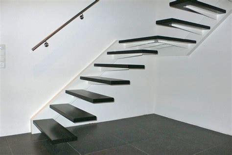 spiltrap zwart vrijdragende trap zwart trappenkopen nl