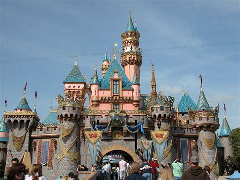 the 8 essential disneyland tips to make the most of your visit