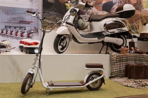 E Motorräder Roller by Iaa 2015 Der Tretroller Bekommt Einen Elektromotor Golem De