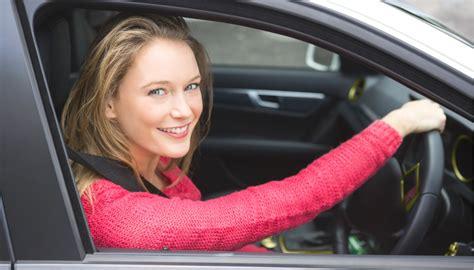 le donne al volante le donne al volante meglio degli uomini lo dice la