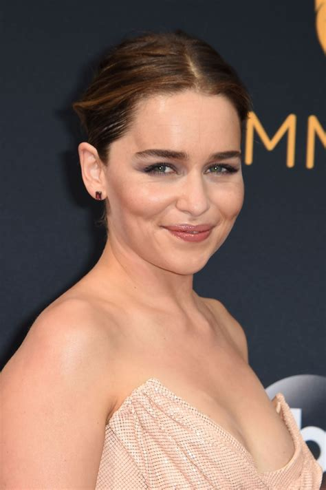 emilia clarke emilia clarke 68th annual emmy awards in los angeles 09