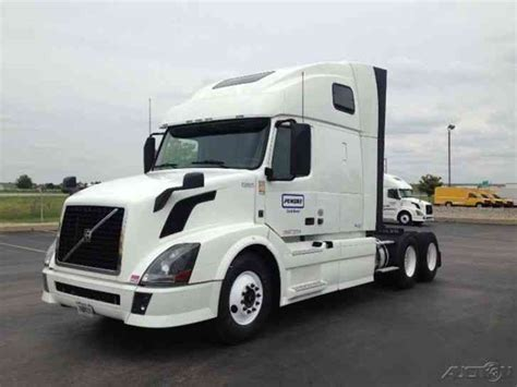 Volvo Vnl64t670 2013 Sleeper Semi Trucks